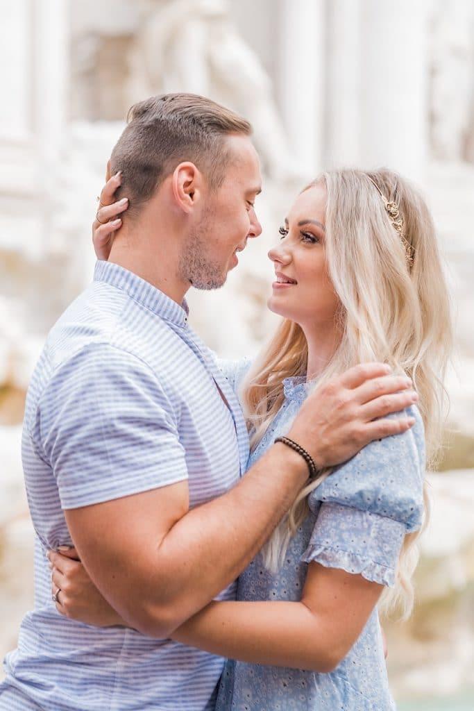 Italy honeymoon photoshoot at Trevi Fountain in Rome